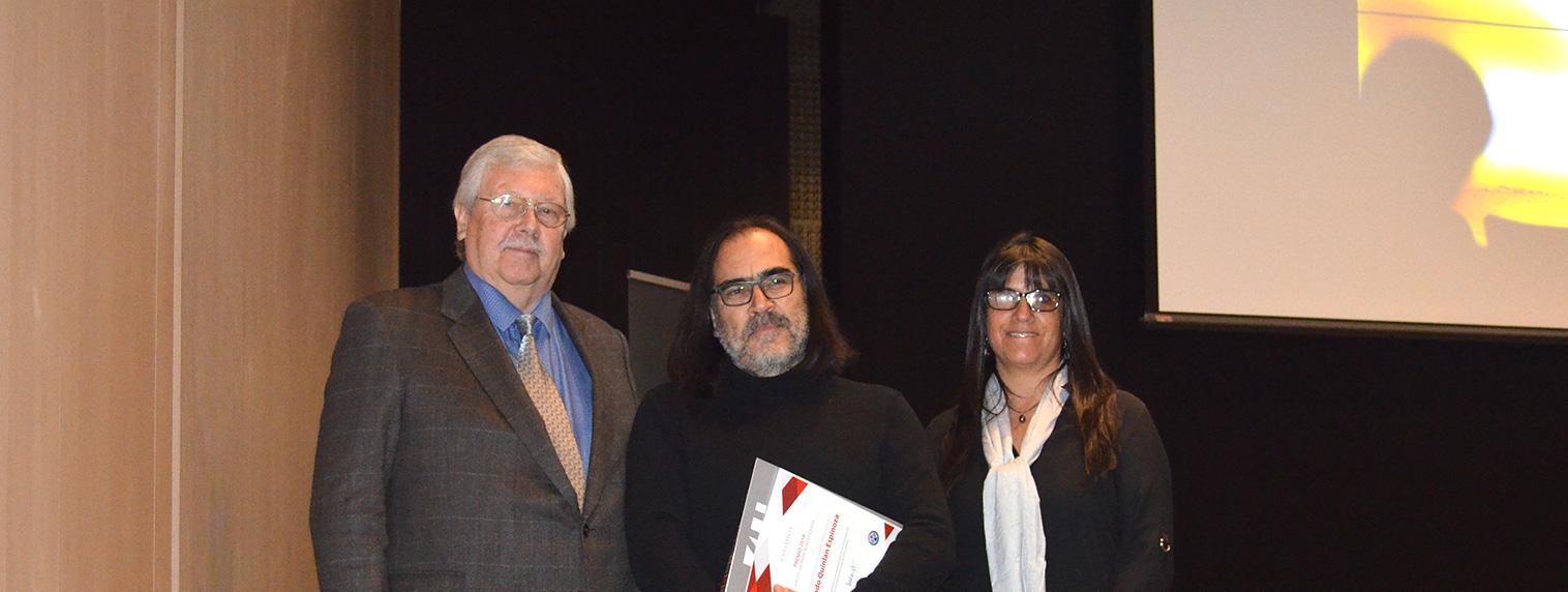 Socio y fundador de AARQHOS recibió premio Hernán Aubert Cerda